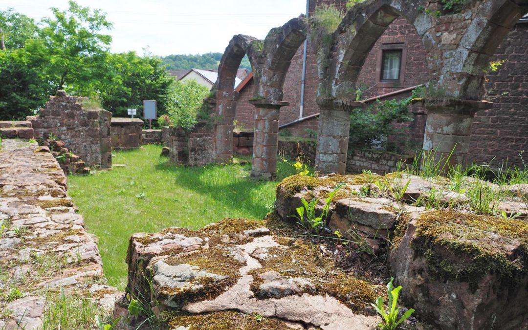 Die Reste einer mittelalterlichen Dorfkirche